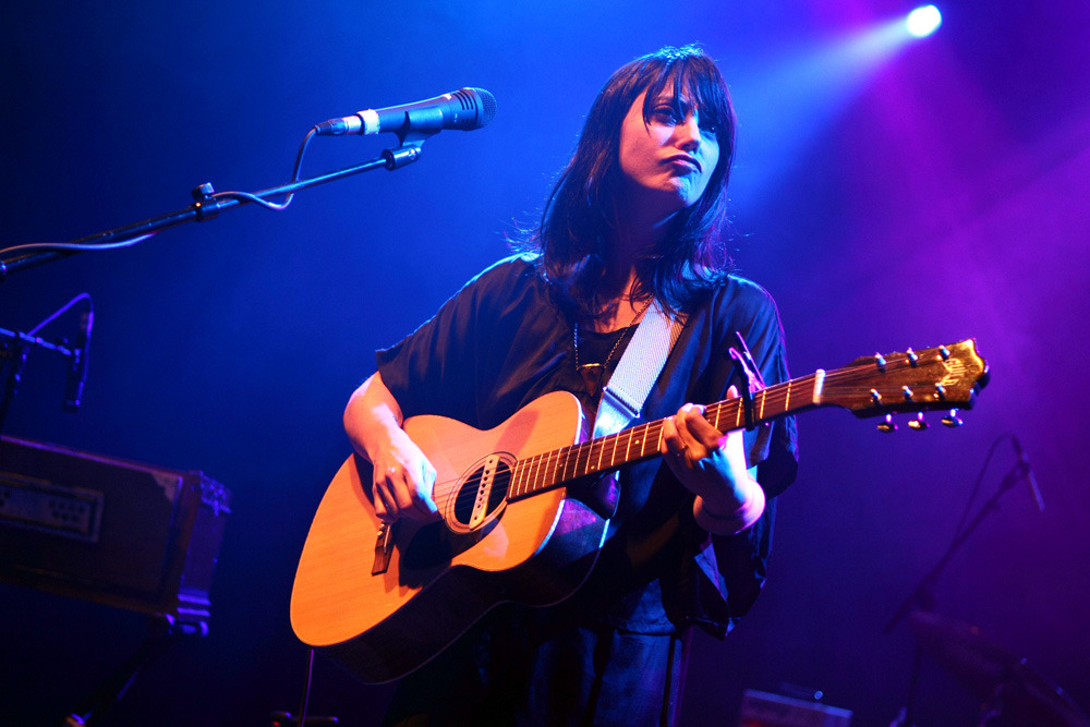 """DiS meets Sharon Van Etten: """"It's the same piano that was played on Patti Smith's Horses."""""""